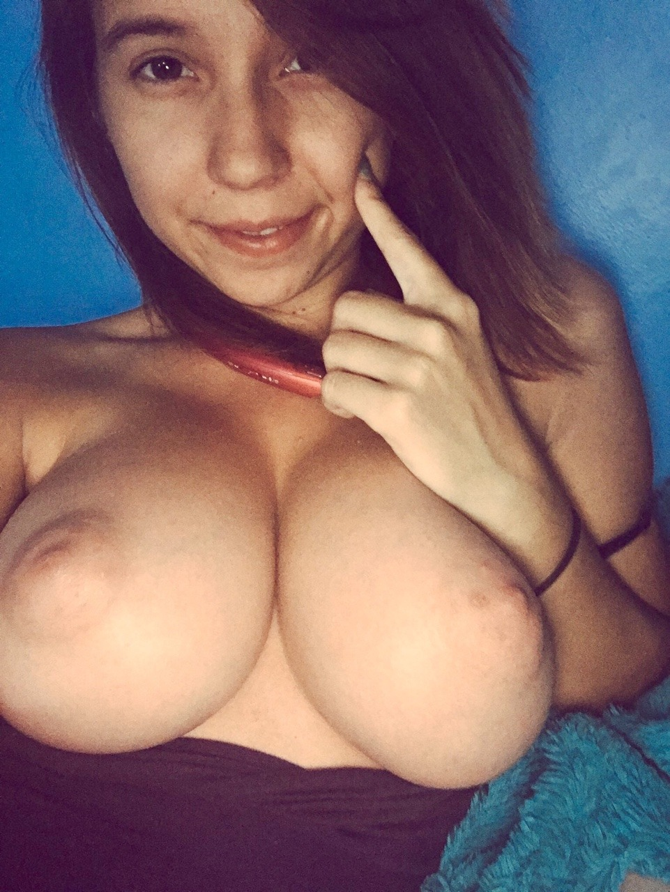 british brunette solo squirting all over herself webcams